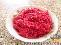 Фото к рецепту: Салат из сырой свеклы и моркови