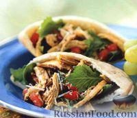 Фото к рецепту: Лепешка пита с куриным салатом