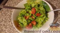 Фото к рецепту: Летний салат (листья салата с помидорами и чесноком)