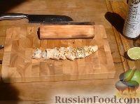 Фото к рецепту: Куриная грудка с лаймом, запеченная на барбекю в гриль-бумаге