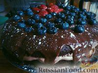 Фото к рецепту: Шоколадный торт с ягодами