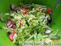 Фото к рецепту: Салат из редиса, капусты, помидоров и огурцов