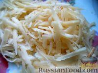 Фото приготовления рецепта: Салат из помидоров с чесноком и сыром - шаг №7