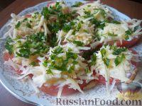 Фото приготовления рецепта: Салат из помидоров с чесноком и сыром - шаг №10