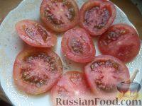 Фото приготовления рецепта: Салат из помидоров с чесноком и сыром - шаг №4