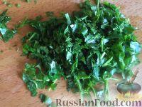 Фото приготовления рецепта: Салат из помидоров с чесноком и сыром - шаг №9