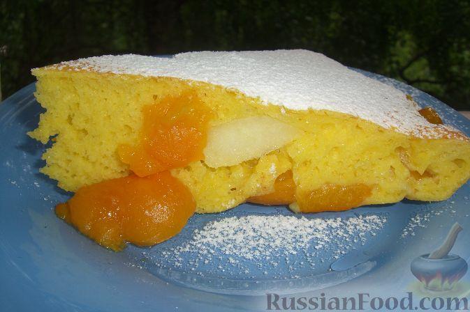 Рецепт Бисквит с абрикосами и яблоками