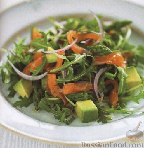 Рецепт Салат с рукколой, авокадо, спаржей и лососем