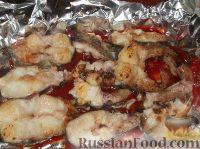 Фото приготовления рецепта: Рыба, запеченная с помидорами - шаг №8