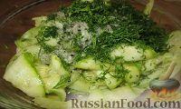Фото приготовления рецепта: Волшебный кабачок (быстрый маринад для кабачков) - шаг №5