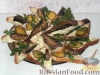 Фото к рецепту: Бутерброды со шпротами и маринованным огурцом