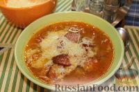 Фото к рецепту: Чечевичный суп с копченой колбасой и пармезаном