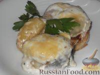 Фото к рецепту: Скумбрия (минтай), запеченная в сметанном соусе