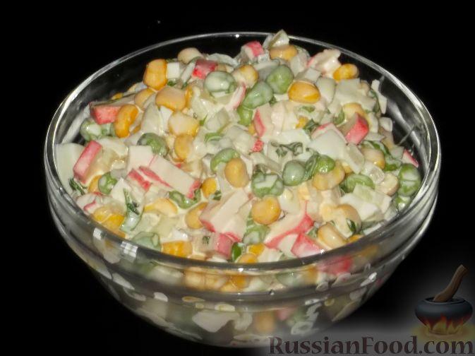 Крабовый салат с горошком и кукурузой