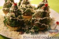 Фото к рецепту: Новогодние елочки из печеночного паштета