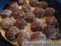 Фото приготовления рецепта: Тефтели в сметанном соусе - шаг №16