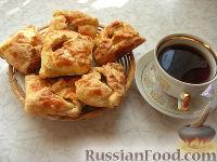 Фото к рецепту: Пирожки с яблоками, из готового слоеного теста