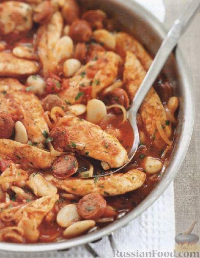 Рецепт Куриное филе с колбасками и фасолью