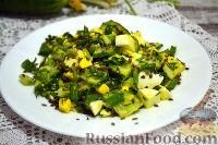 Фото к рецепту: Витаминный салат с яйцом, семенами льна и черемшой