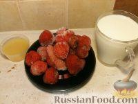 Фото приготовления рецепта: Молочный коктейль с клубникой - шаг №1