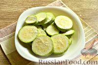 Фото приготовления рецепта: Кабачки в панировочных сухарях, запеченные в духовке - шаг №3