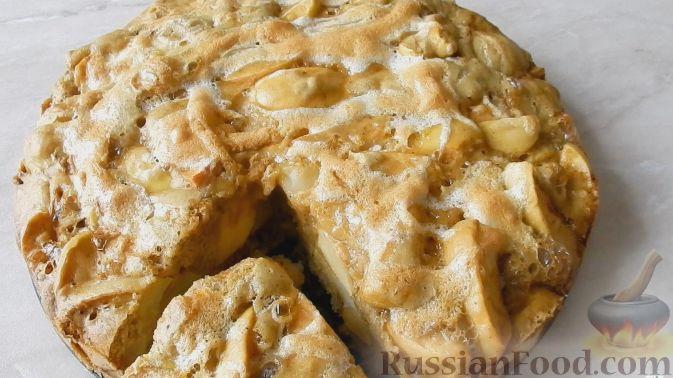 Шарлотка с яблоками и корицей в духовке: рецепт с фото