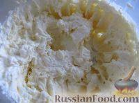"""Фото приготовления рецепта: Классический торт """"Птичье молоко"""" - шаг №8"""