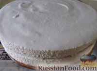 """Фото приготовления рецепта: Классический торт """"Птичье молоко"""" - шаг №15"""