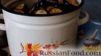 """Фото приготовления рецепта: Салат """"Ленивый огонёк"""" из баклажанов с помидорами (на зиму) - шаг №8"""