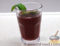 Фото к рецепту: Морс из черной смородины с корицей