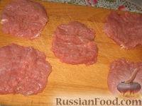 Фото приготовления рецепта: Бифштекс хозяйский (по-польски) - шаг №2