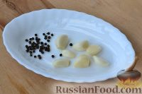 Фото приготовления рецепта: Маринованные помидоры черри с базиликом - шаг №3