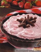 Фото к рецепту: Торт-мороженое с клубникой и орехами
