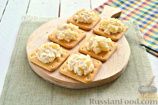 салат с ананасом и печеньем крекер. рецепт