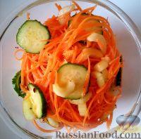 Фото к рецепту: Жгучий морковный салат с огурцом и сельдереем