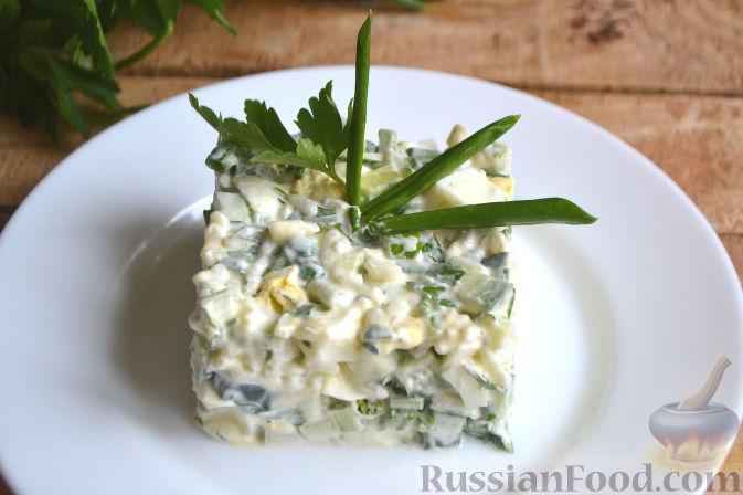Салат с рисом и курицей и яйцом и огурцом рецепт