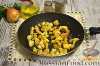 Фото приготовления рецепта: Тушеная капуста с сосисками и картофелем - шаг №2