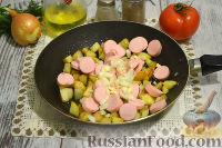 Фото приготовления рецепта: Тушеная капуста с сосисками и картофелем - шаг №3
