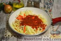 Фото приготовления рецепта: Тушеная капуста с сосисками и картофелем - шаг №5