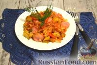 Фото приготовления рецепта: Тушеная капуста с сосисками и картофелем - шаг №6