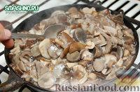 Фото приготовления рецепта: Салат с грибами на зиму - шаг №4