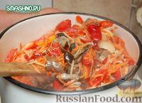 Фото приготовления рецепта: Салат с грибами на зиму - шаг №7