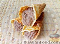 Фото к рецепту: Вафельный рожок с шоколадным кремом