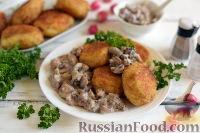 Фото к рецепту: Картофельные котлеты с грибной подливкой