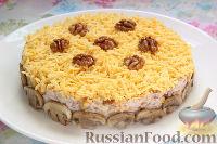 Фото к рецепту: Салат с курицей, грибами и ананасами