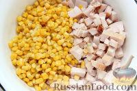 Фото приготовления рецепта: Салат с курицей, грибами и ананасами - шаг №3