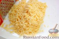 Фото приготовления рецепта: Салат с курицей, грибами и ананасами - шаг №9