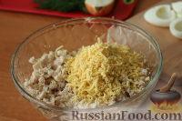 """Фото приготовления рецепта: Слоеный салат """"Нежность"""" - шаг №4"""