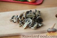 """Фото приготовления рецепта: Слоеный салат """"Нежность"""" - шаг №8"""