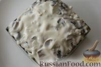 """Фото приготовления рецепта: Слоеный салат """"Нежность"""" - шаг №18"""